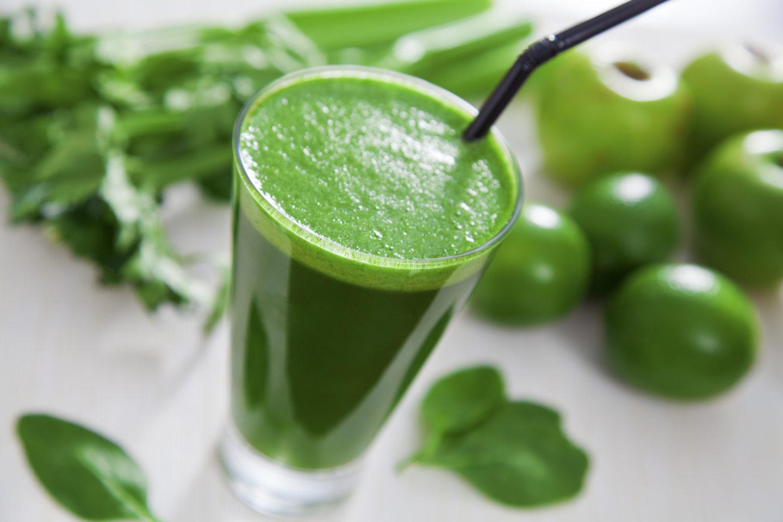 Чем зеленые коктейли полезны для пищевого тракта?