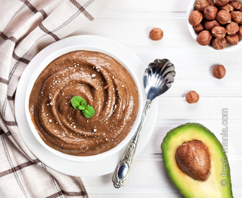 Шоколадный пудинг на основе авокадо