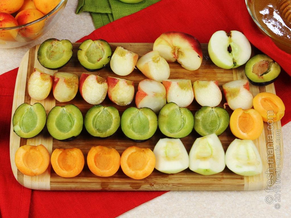 Готовим цукаты — нарезаем фрукты ровными дольками