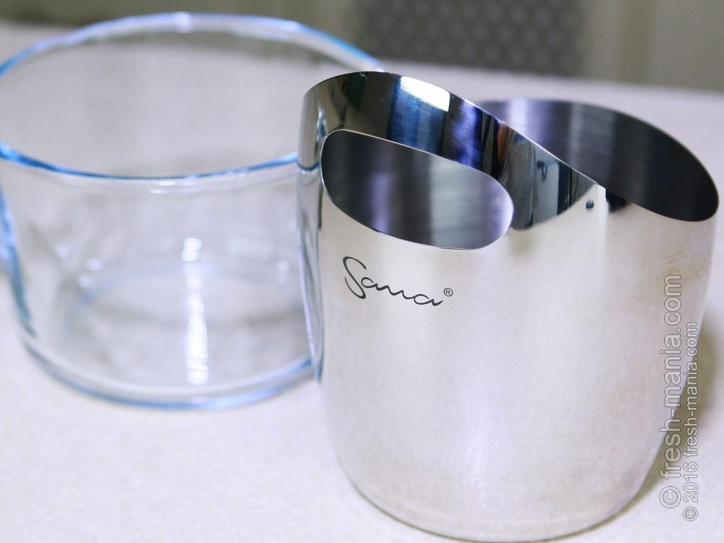 Sana 707 — контейнера для сока сделаны из стекла, а для жмыха – из нержавейки