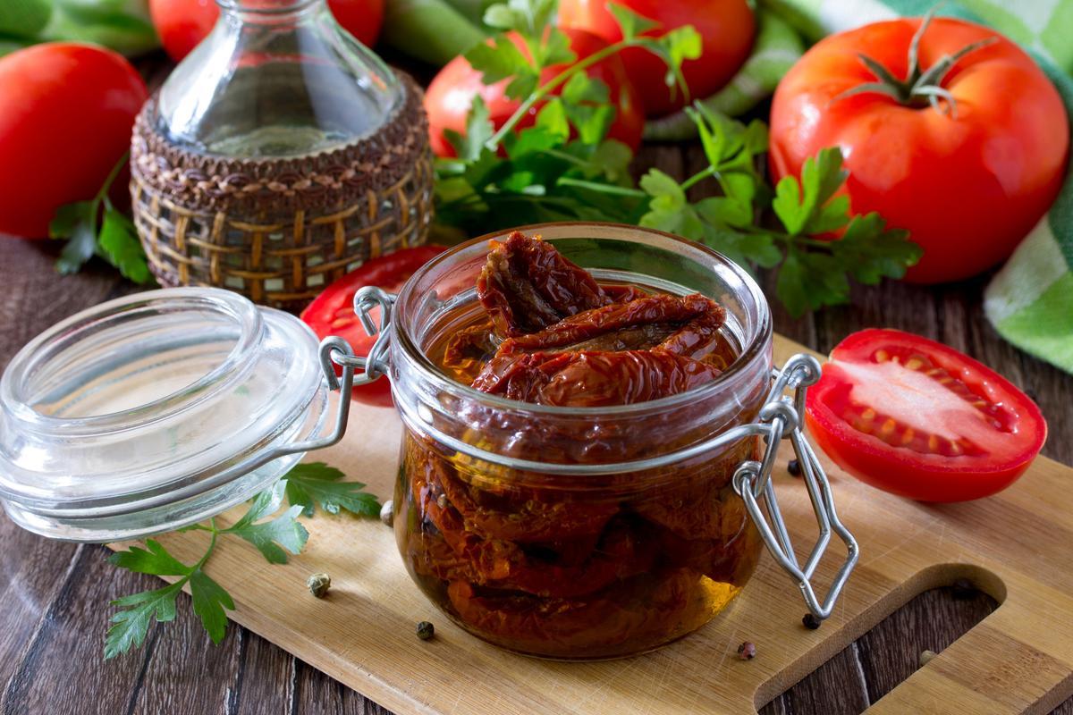 Чем полезны вяленые помидоры?