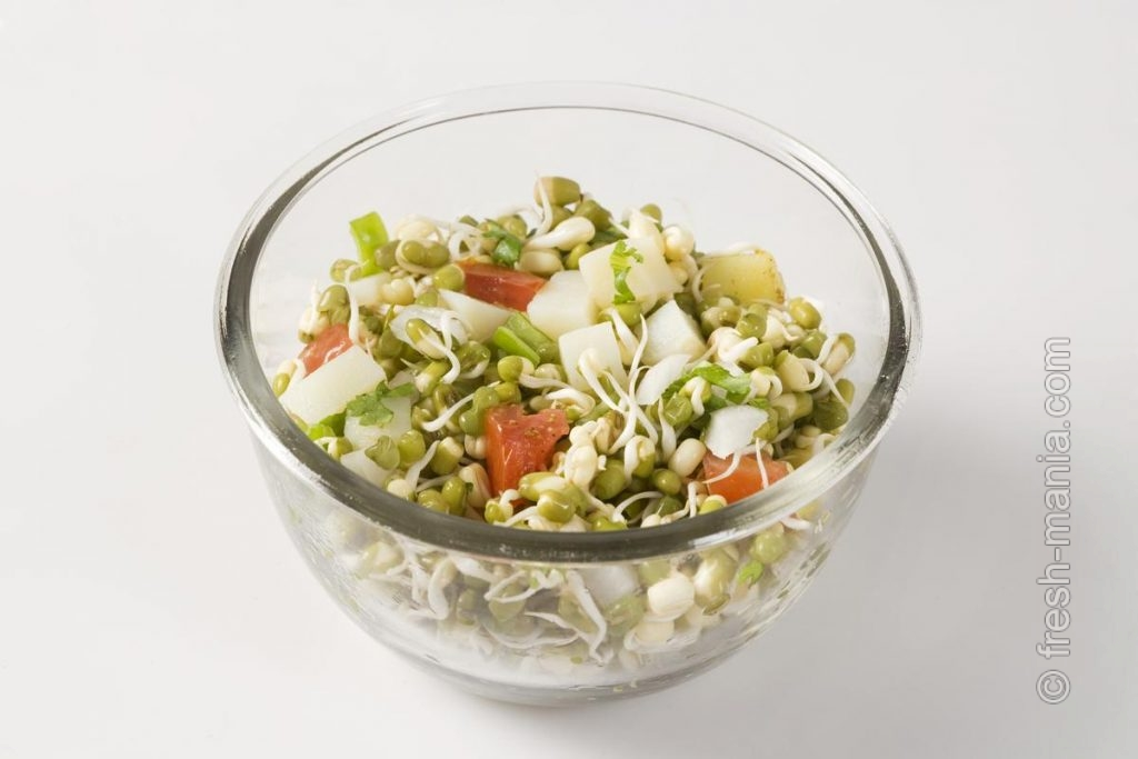 Салат из пророщенных бобовых