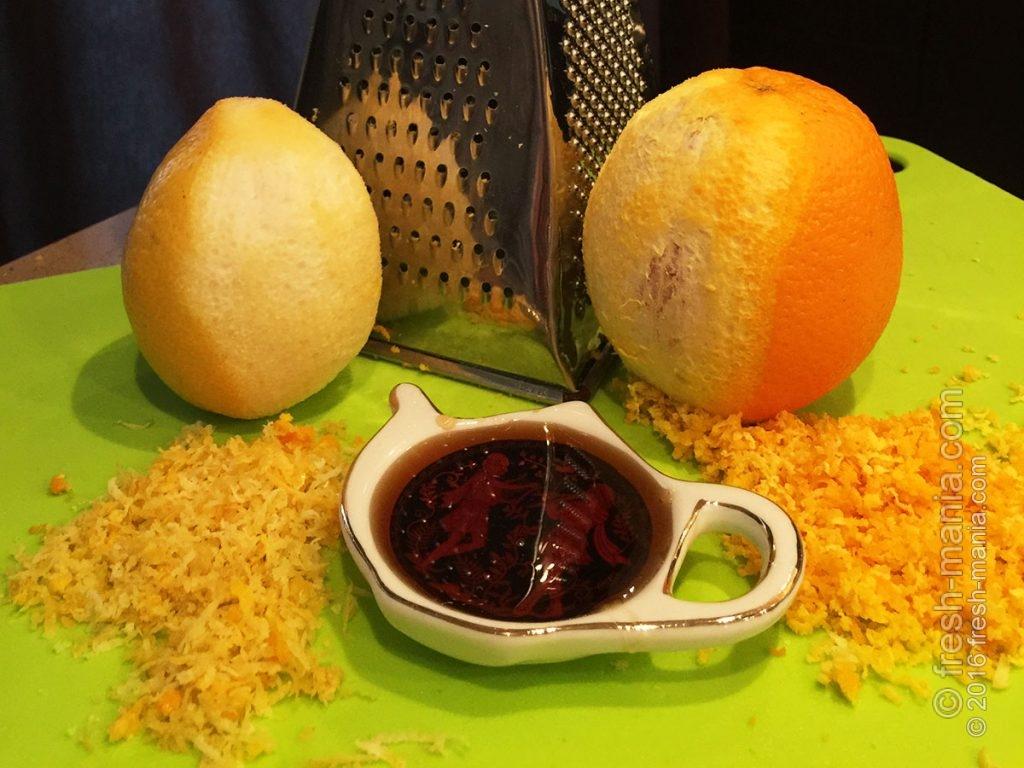 Натираем цедру лимона и апельсина