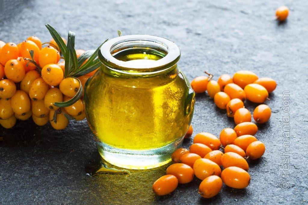 Облепиховое масло можно приготовить из отжимок, косточек и сока