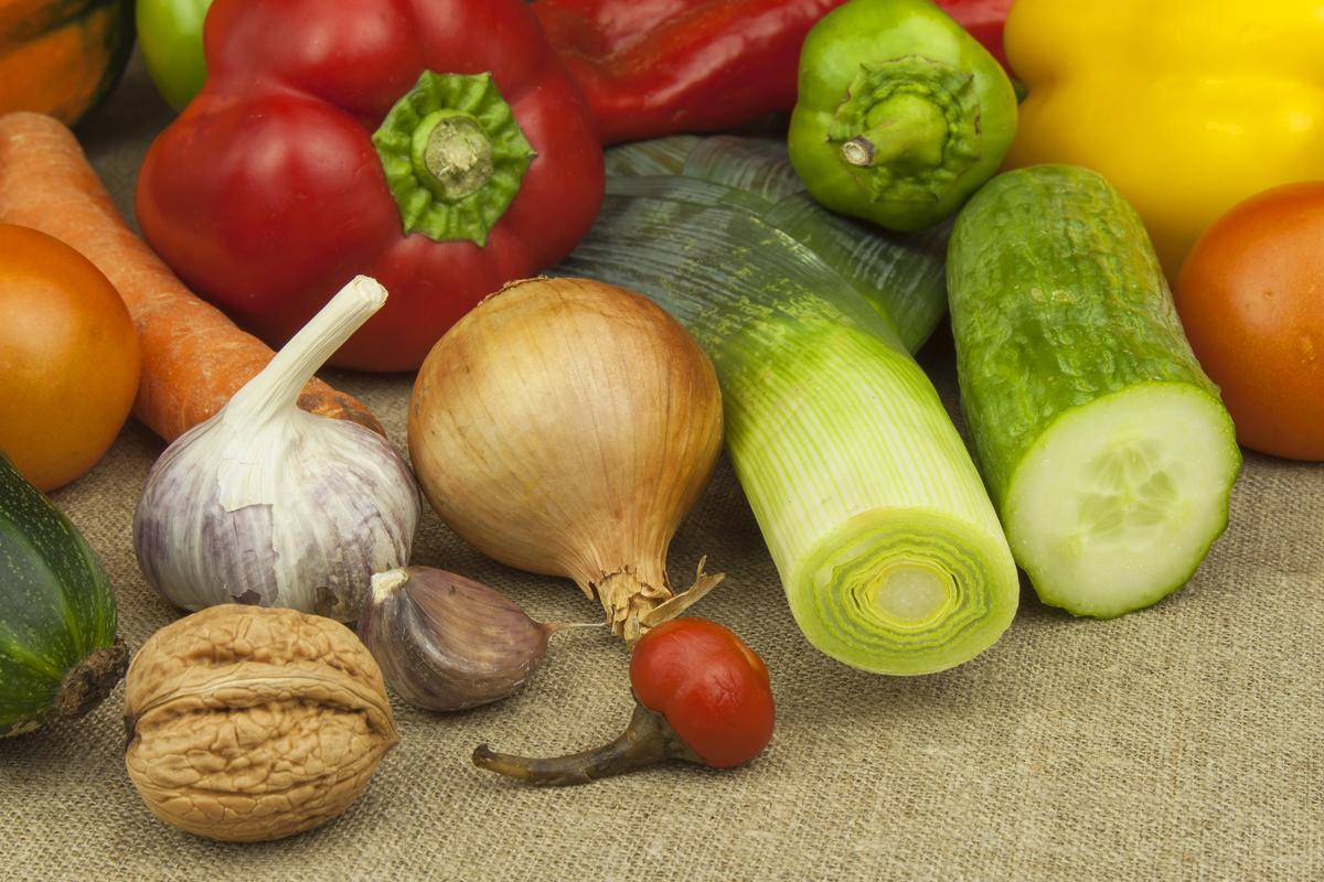 Как избежать осенней депрессии: зеленые овощи спасут от печали