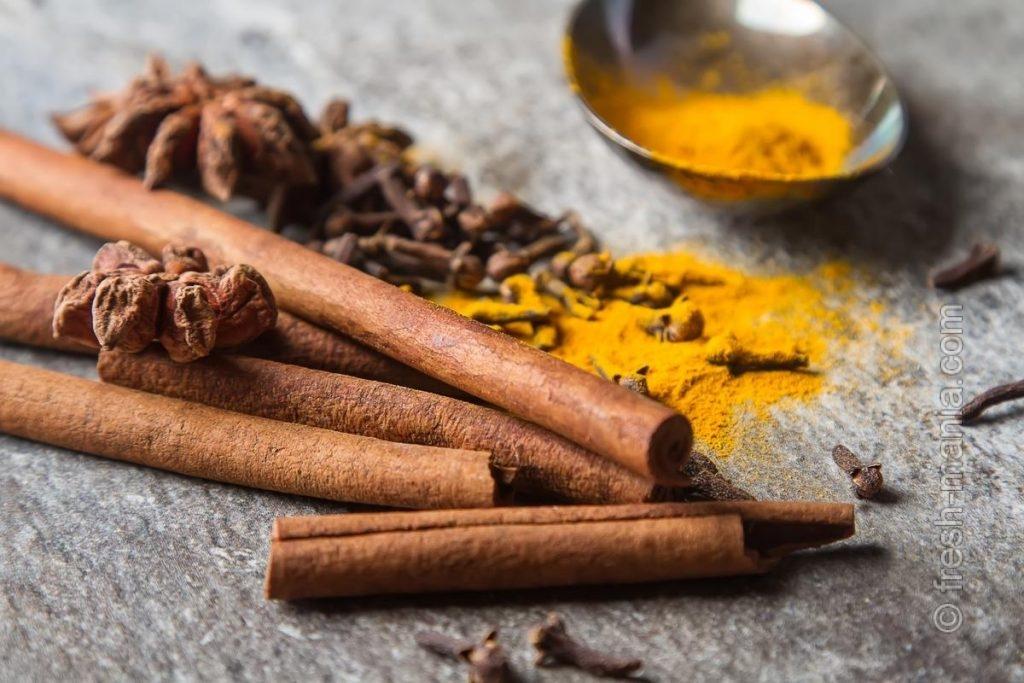Специи – немаловажные ингредиенты противовоспалительного смузи