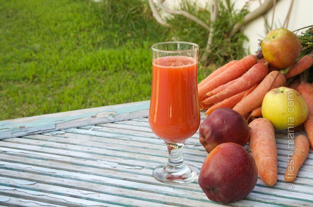 Яблочный и морковный сок прекрасно дополняют друг друга