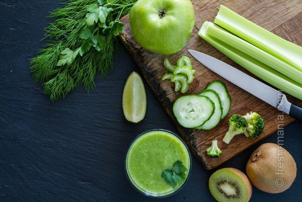 Зеленые ингредиенты для осенних смузи