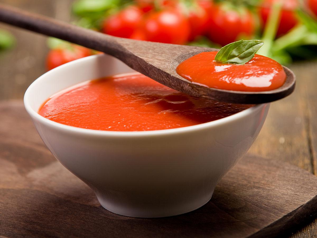 Веганский суп из томатов и зелени