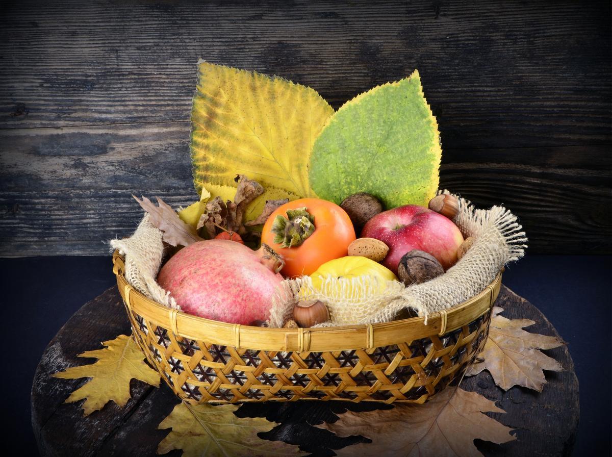 Сезонные овощи и фрукты осени: польза и варианты приготовления