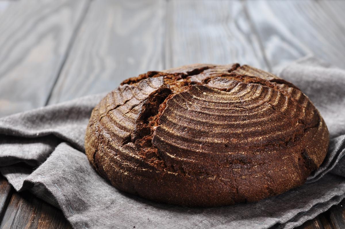 Выпекаем бездрожжевой хлеб в ротанговой форме