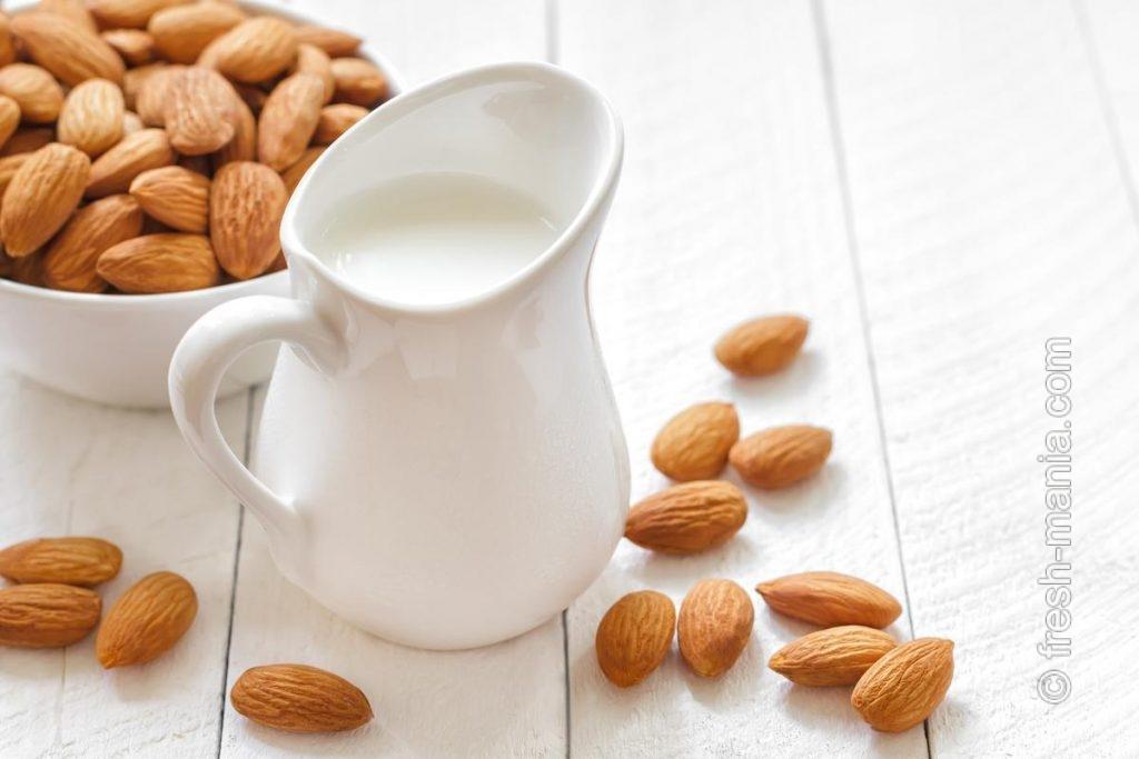 Сладковатое миндальное молоко