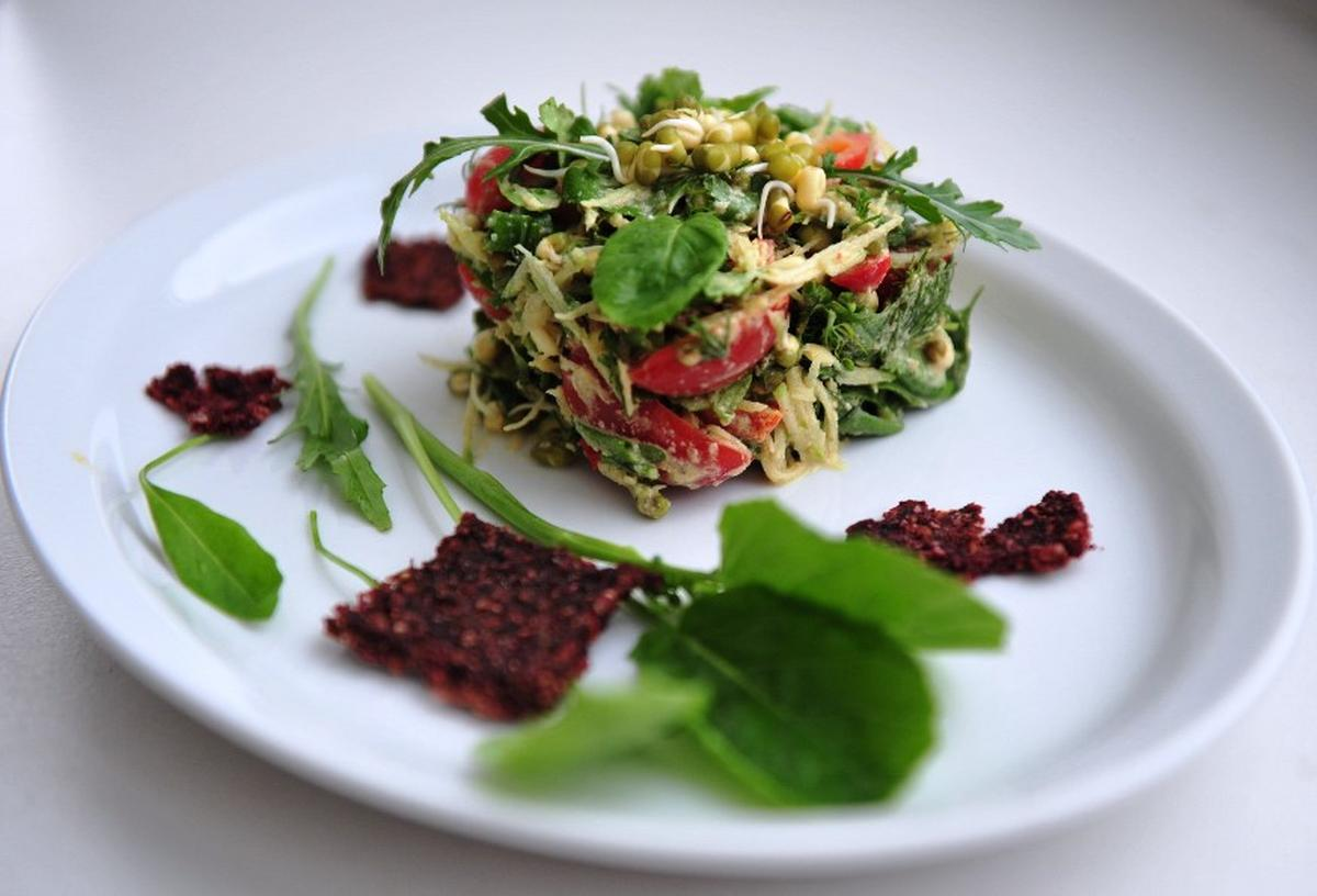 Зеленый салат с пророщенным машем
