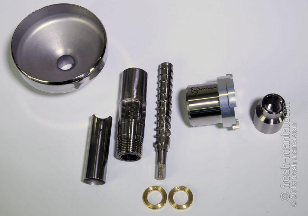 Все детали маслопресса выполнены из нержавеющей стали, а кольца из латуни