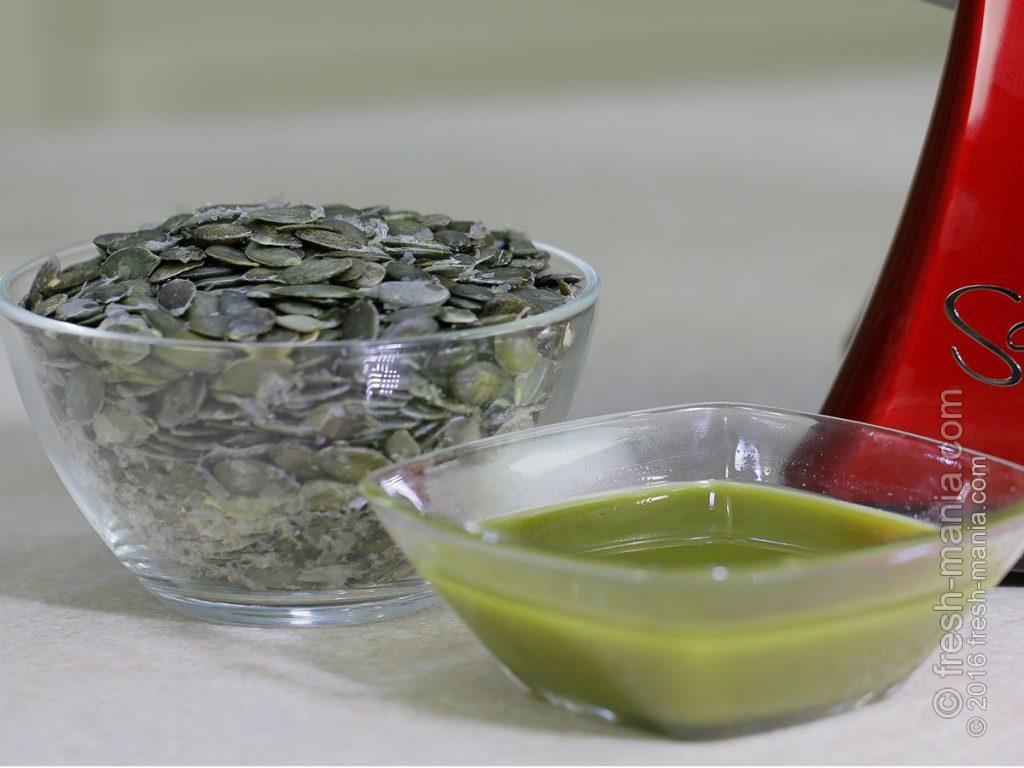 Зелено-бурое ароматное тыквенное масло