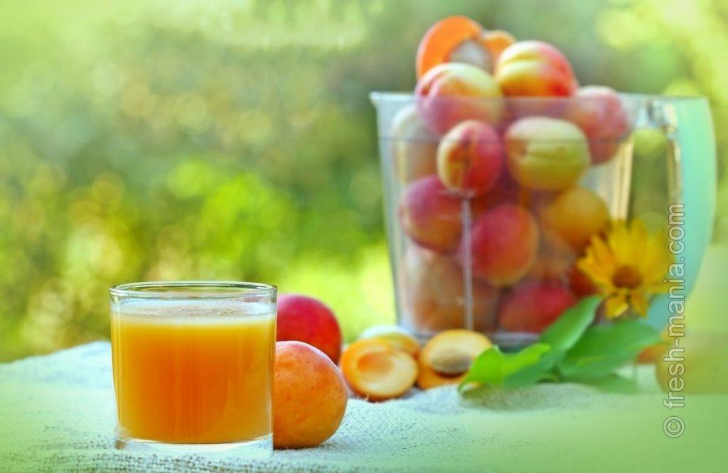 Из абрикосов и персиков, как и из бананов, получится не сок, а вкусный смузи