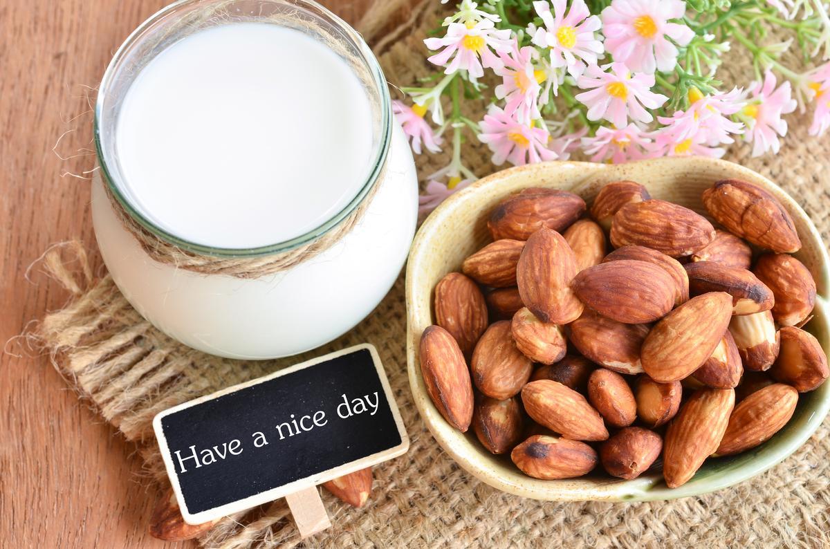 Миндальное молоко: полезные свойства