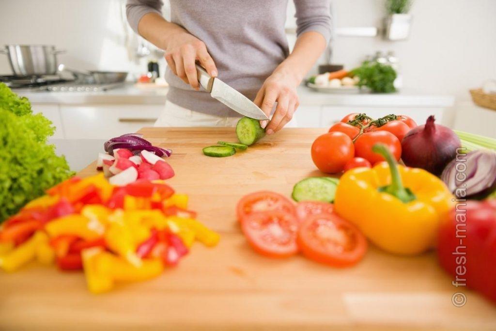 Ежедневные овощные салаты существенно оздоравливают питание