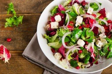 Салат с гранатом и шпинатом для хорошего настроения