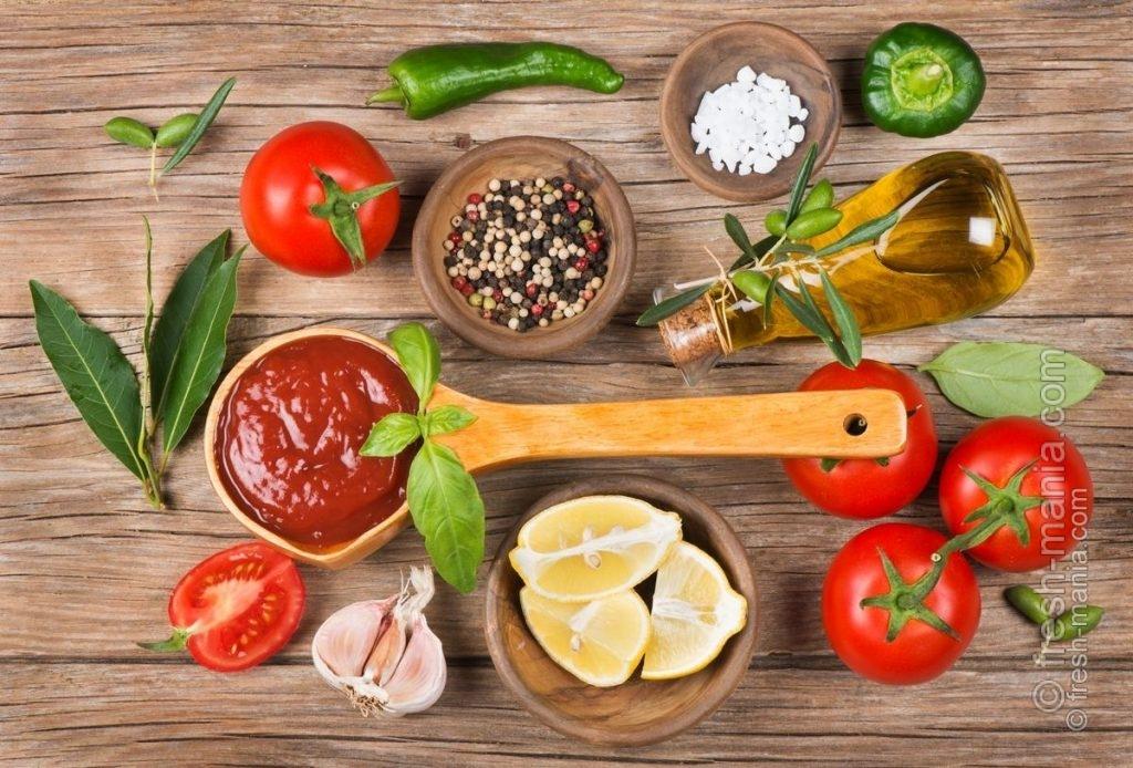 Основные ингредиенты для томатного соуса