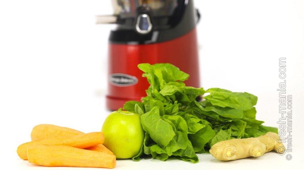 Морковь, яблоко, шпинат и имбирь для тестирования