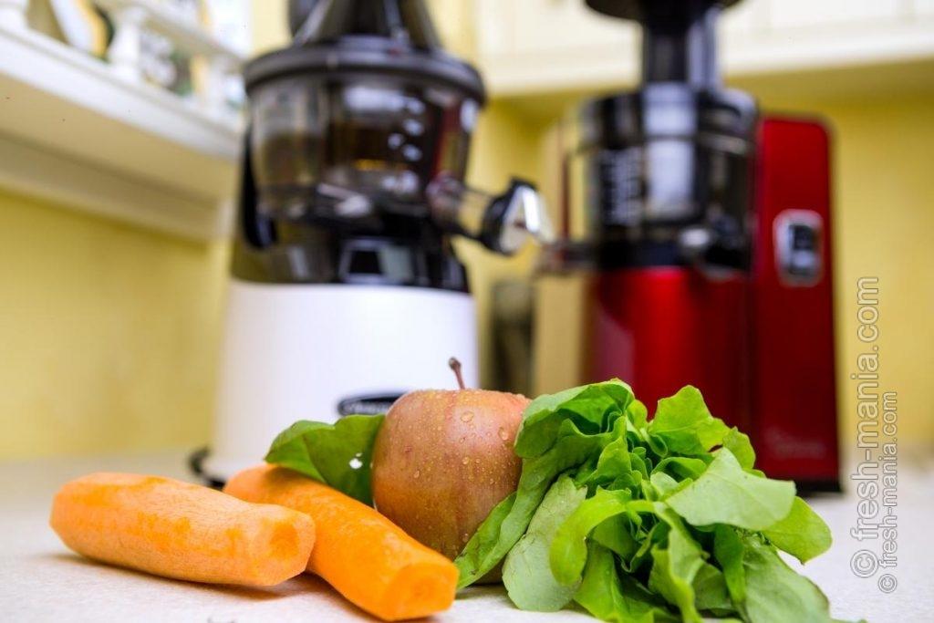 Обе соковыжималки отлично вписываются в интерьер современной кухни