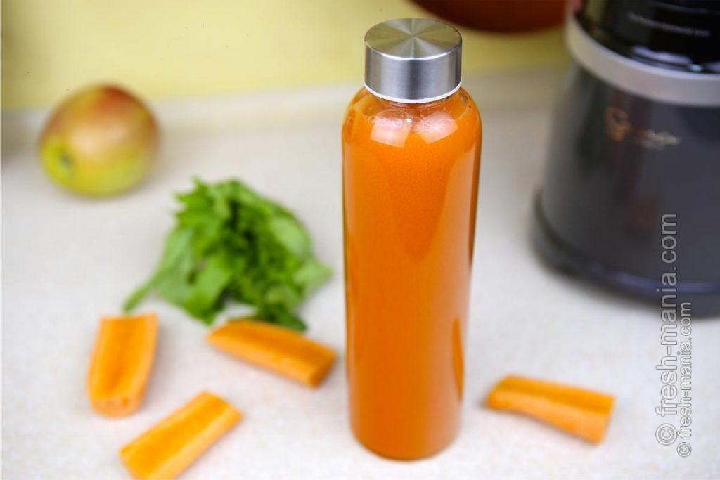 Морковный сок в боросиликатной бутылке может храниться до 12 часов