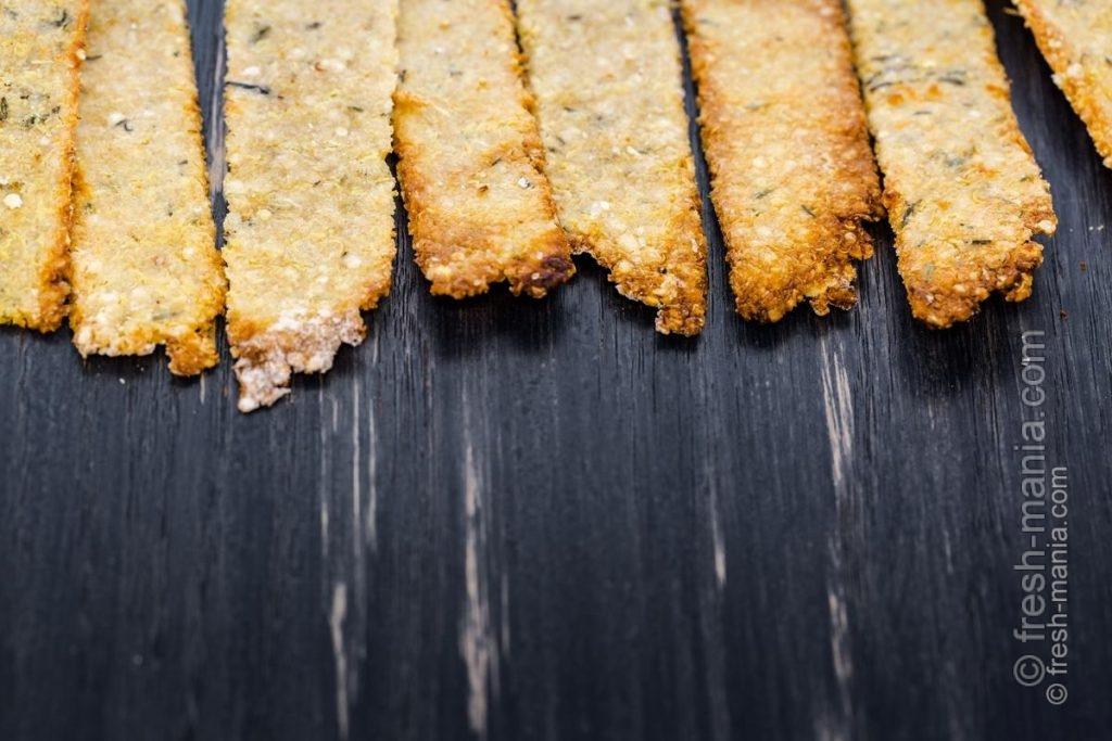 Хлебцы можно сушить в духовке или на сковороде