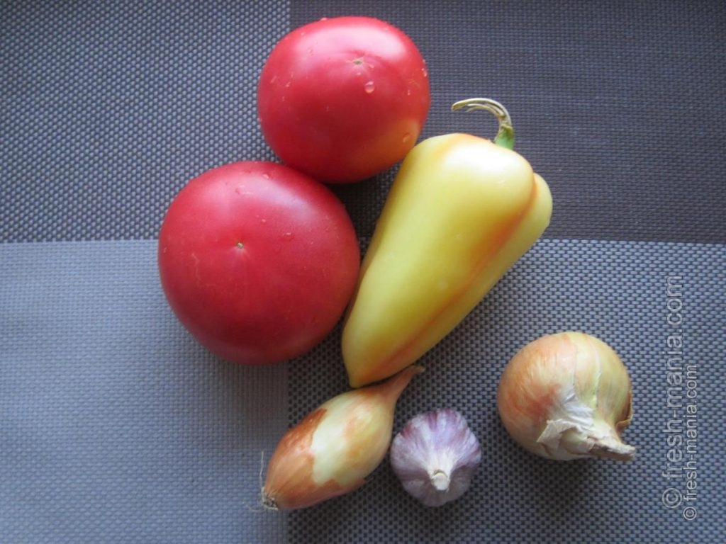 Обычные ингредиенты для необычного соуса
