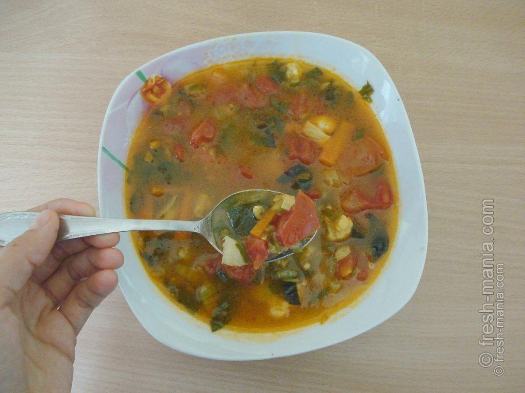 Жидкие теплые блюда устранят чувство сухости и дискомфорта в ветреную погоду