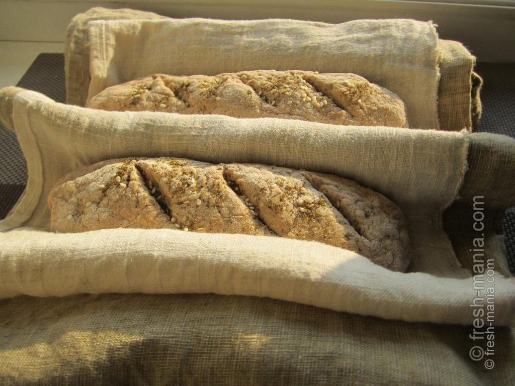 Формируем хлебцы, на верхушках делаем надрезы