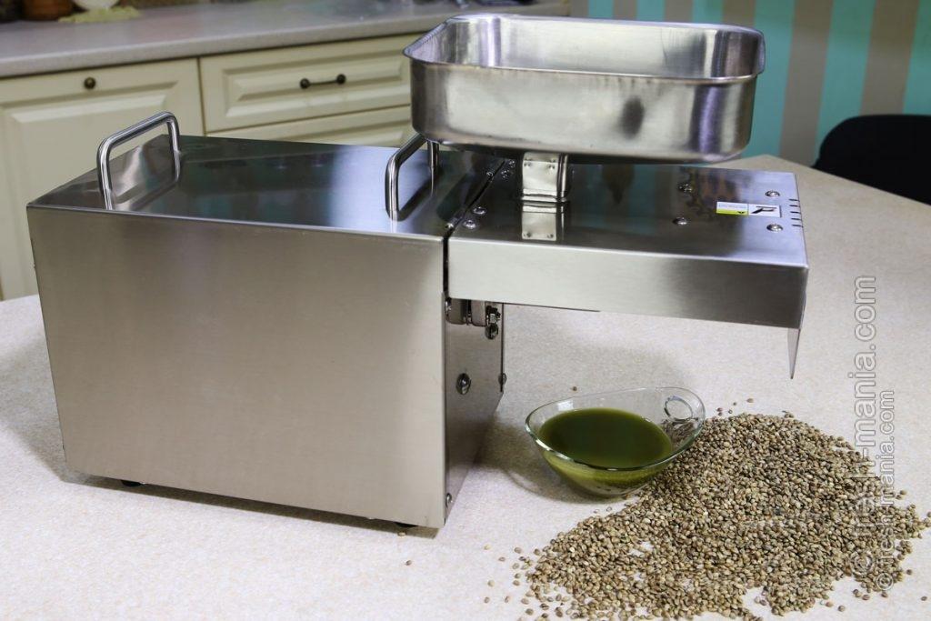 Выход масла из семян конопли составляет 28%
