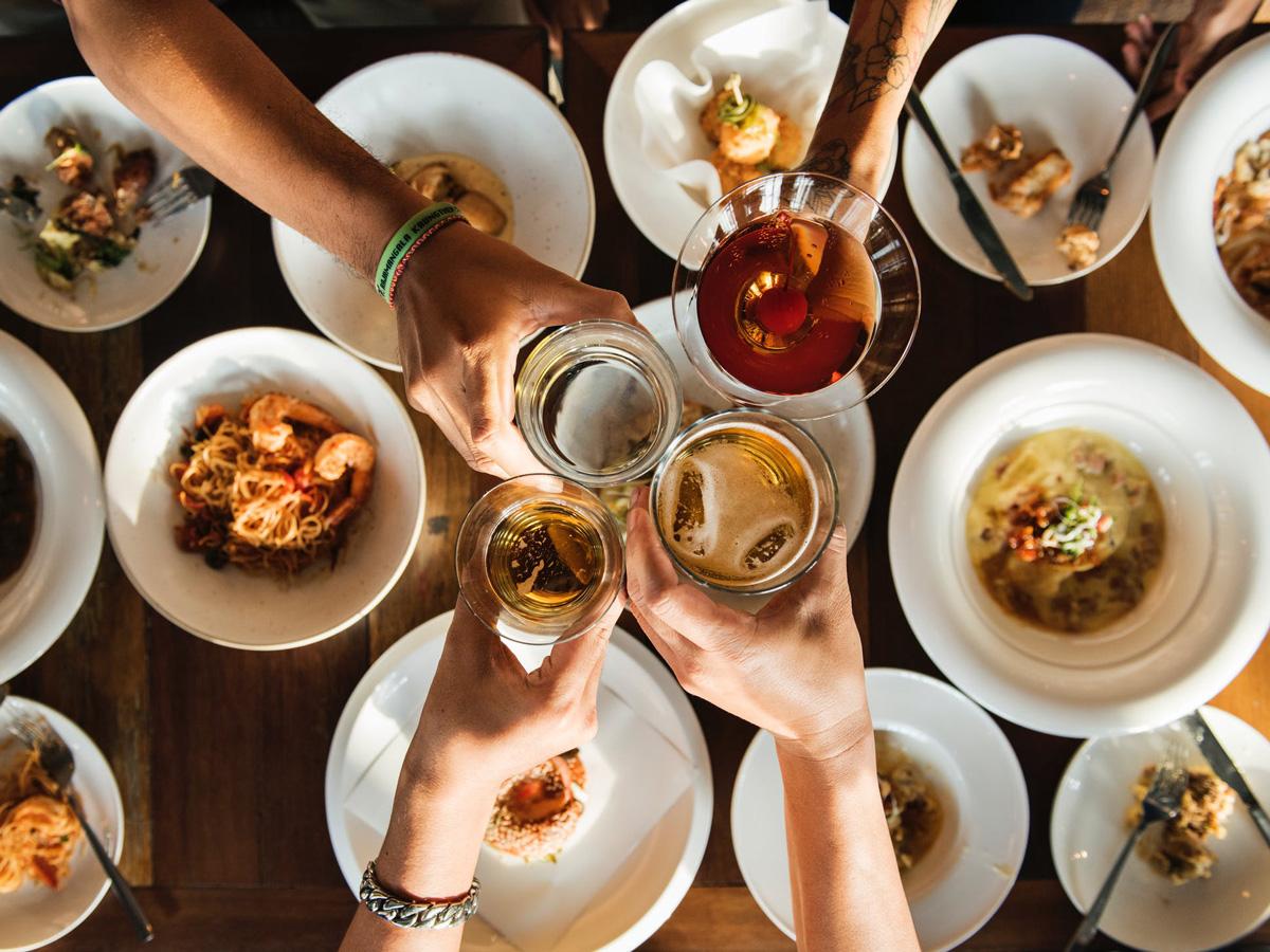 Питание на праздники без ущерба для здоровья: предновогодние советы