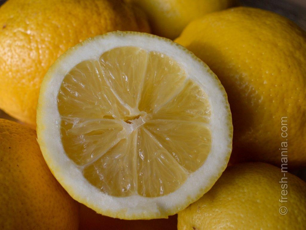Хоть лимон имеет кислый вкус, но это ощелачивающий продукт