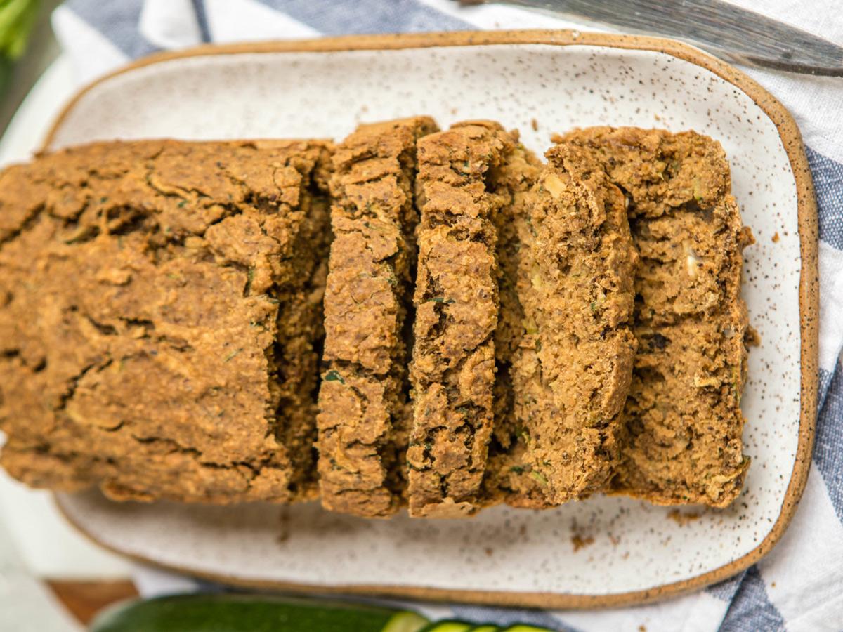Сладкий веганский хлеб с цуккини