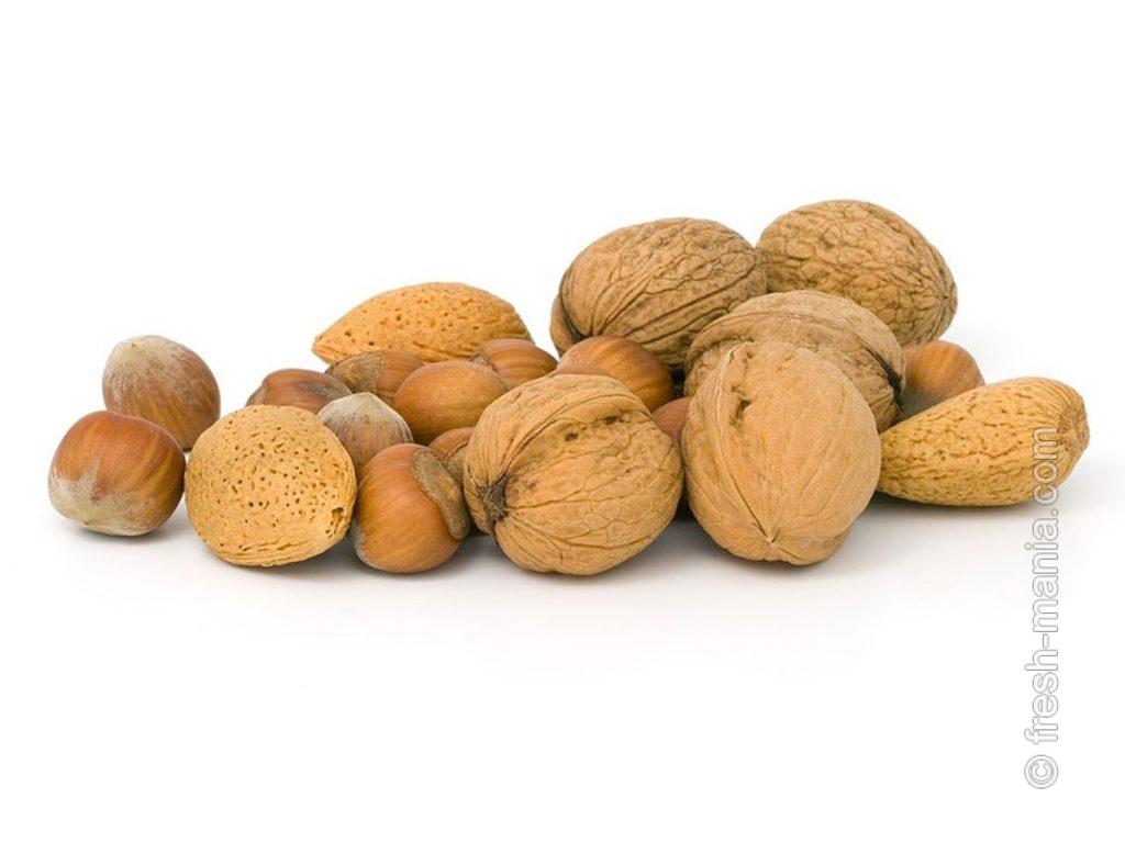 Миндальные, грецкие и лесные орехи ценны полезными маслами и клетчаткой