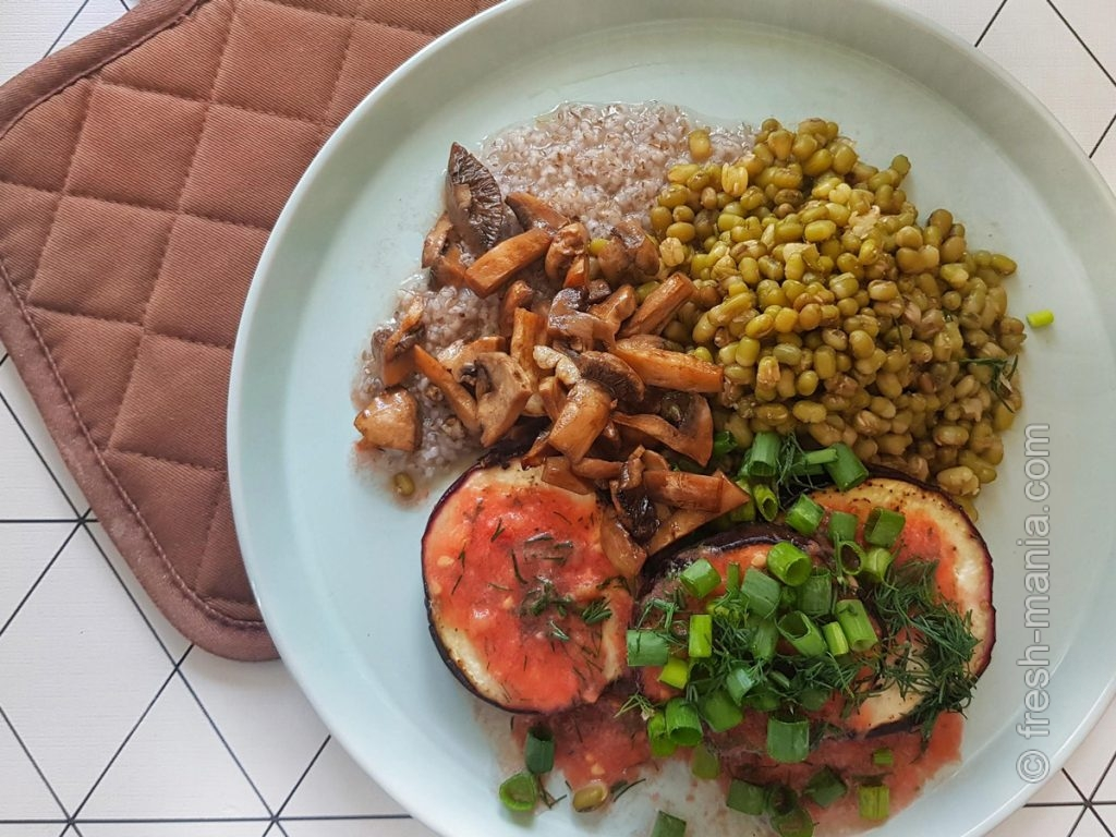 Ячневая каша с грибами, бобами и овощами