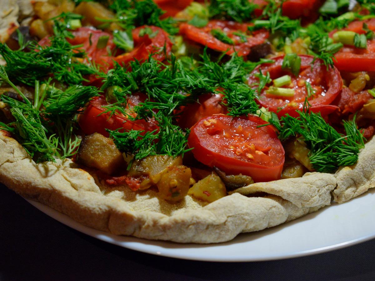 Овощная пицца с грибами и баклажанами