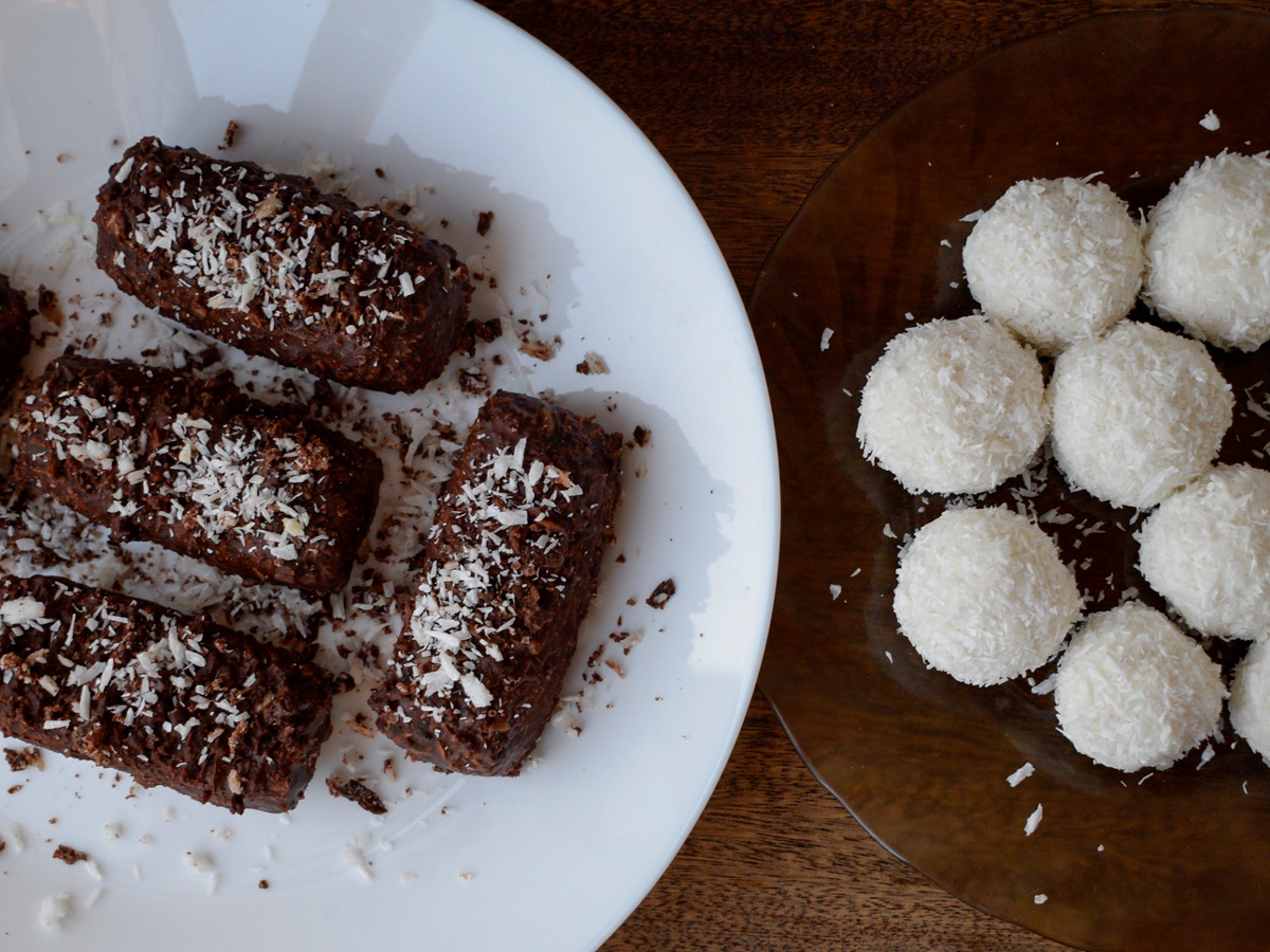 Конфеты из кокосовой стружки: полезные версии «Рафаэлло» и «Баунти»