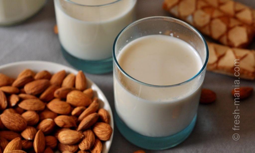 Консистенция миндального молока напоминает обычное молоко