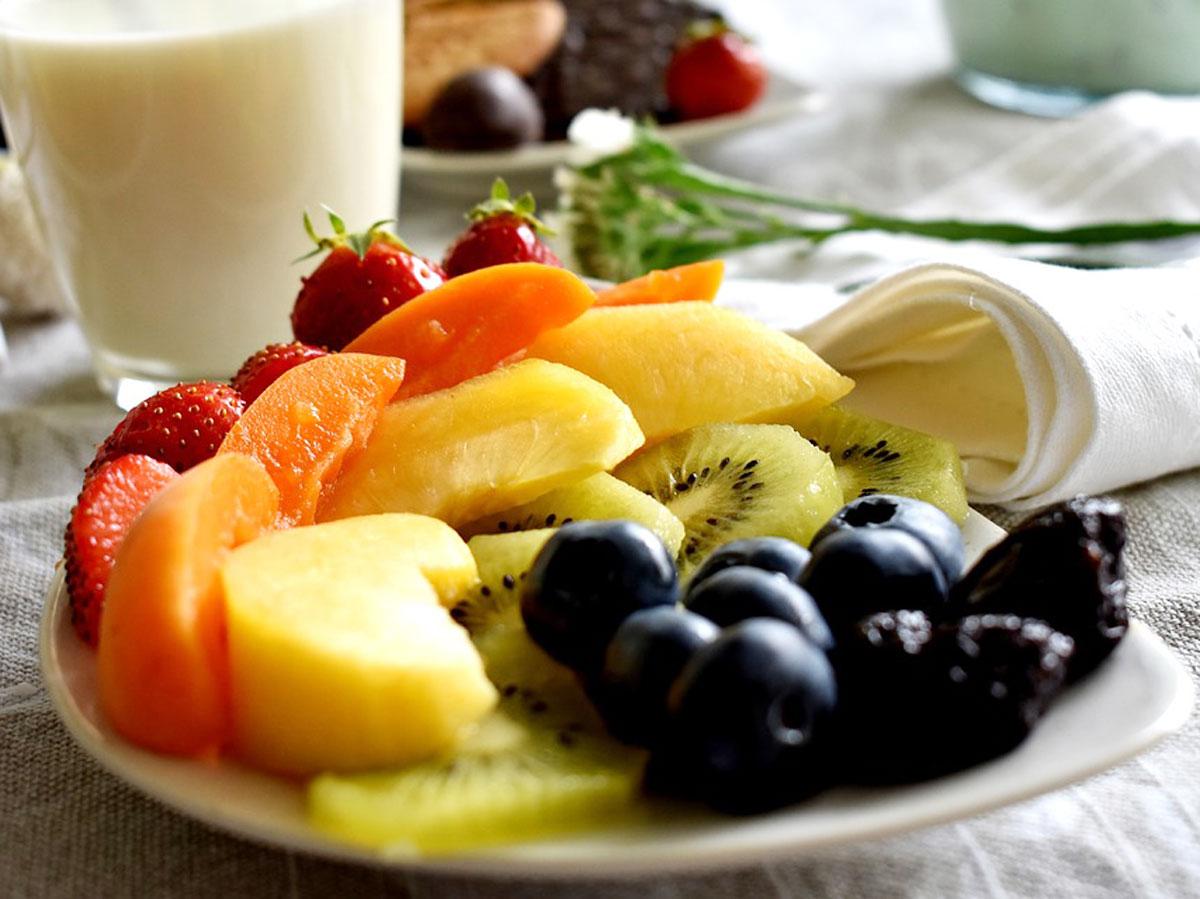 Когда лучше есть фрукты в течение дня