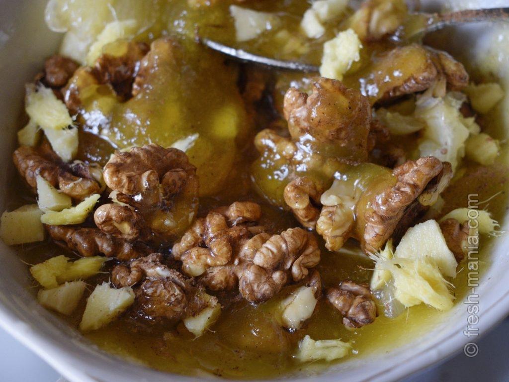 """Сочетание меда, орехов, сухофруктов и лимона еще называют """"смесью Амосова"""""""