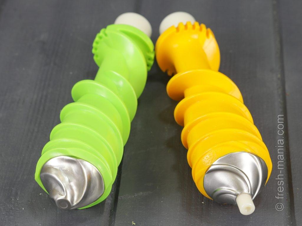 Зеленый шнек – для работы с зеленью, оранжевый – для остальных продуктов