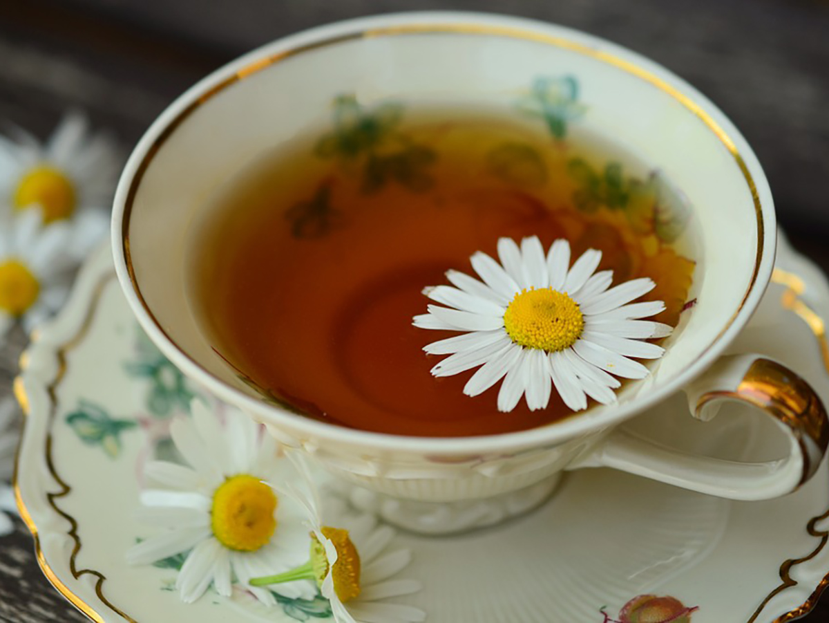 Ромашковый чай для хорошего сна и сияющей кожи