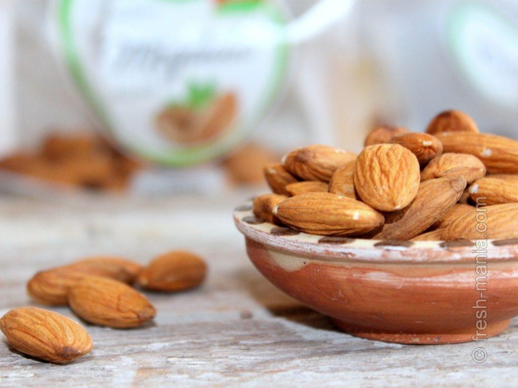 Больше всего растительного белка среди орехов – в миндале