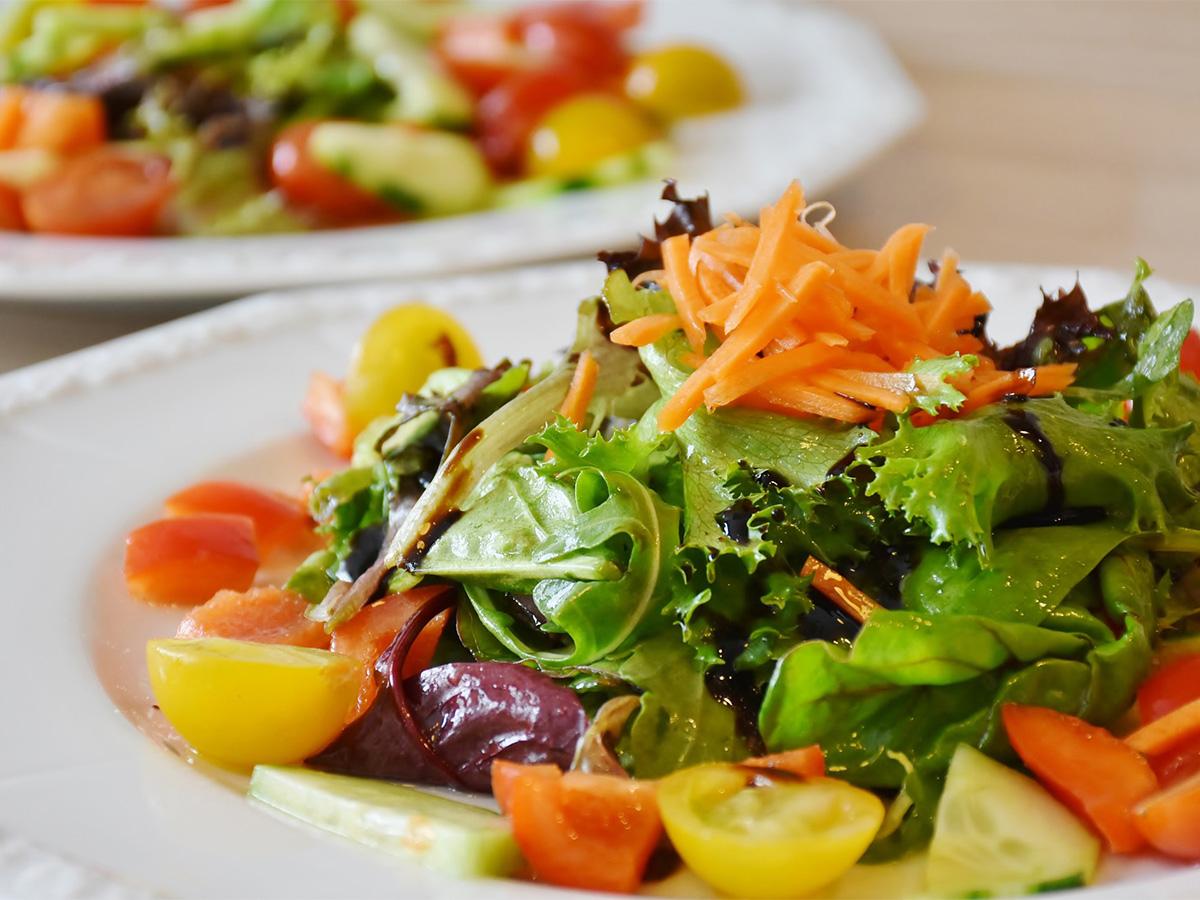 Весенние салаты: 5 очень вкусных рецептов