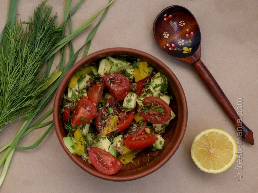 Салат с авокадо, помидорами и болгарским перцем