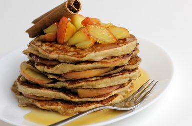 бананы, йогурт, какао, кефир, кокосовое масло, корица кукурузная мука, лосось, мед, молоко, морская соль, нутовая мука, овсяная мука, овсяные хлопья, оливковое масло, помидоры, рисовая мука, спельтовая мука, сухофрукты, творог, чиа, яблоки, ягоды, яйца