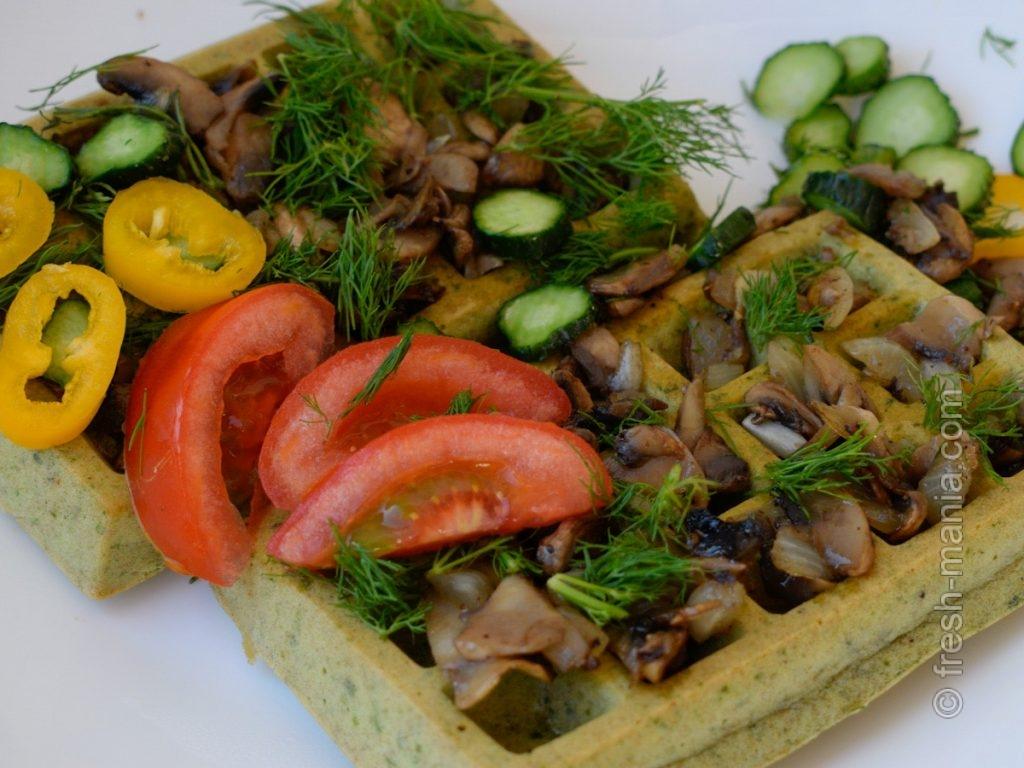 Соленые вафли гофре со шпинатом и грибами