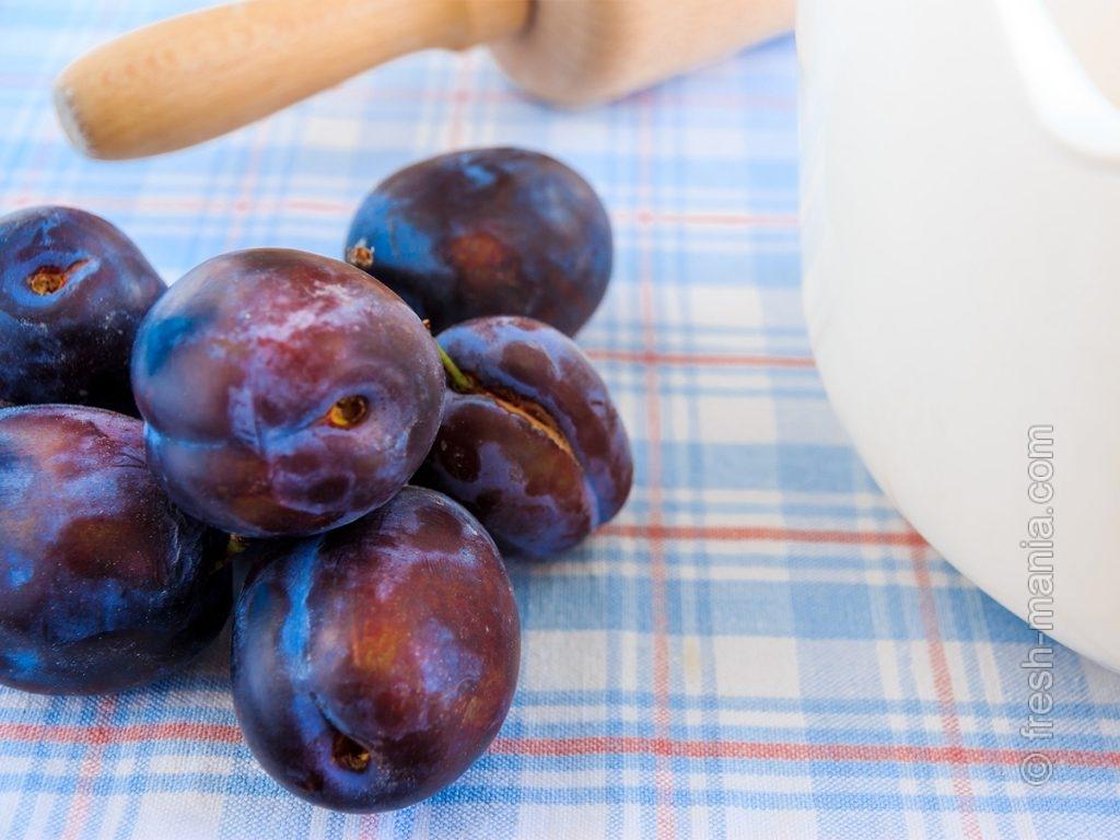 Сливы содержат витамины А, С, В, РР, а также калий, магний и железо